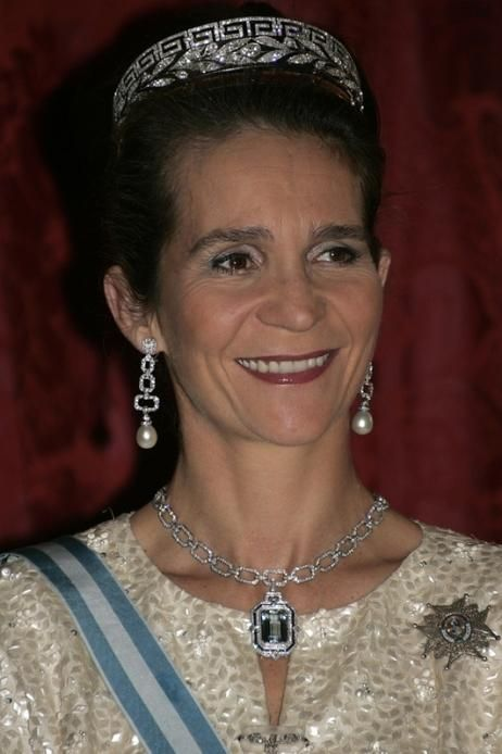 Dona Elena - diamond chain necklace with aquamarine pendant, diamond earrings with pearl drops and her ex-husband''s family tiara: