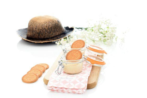 Receta fácil de crema de galletas maría. Usa un sobre de cuajada, unas galletas, algo de caramelo, leche, nata y edulcorante al gusto. Quedarán perfectas.
