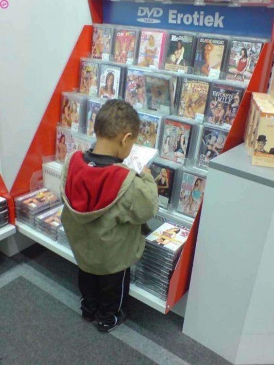 Un niño muy precoz o demasiado curioso.