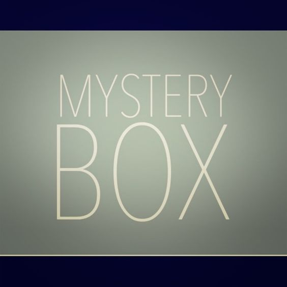 Mystery Box!! Answer the questions below and I'll create a box of awesomeness for you 😁👌🏻 1. What sizes do you wear(pants, tops, shoes)? 2. What brands/styles do you like(I've given my Instagram name to a user so she could base my style off of my selfies haha) 3. What things would you like me to avoid(a certain color, etc)? 4. Budget?  🎈All boxes come with a freebie and/or some sort of handmade craft. 🎈 Happy shopping! Other