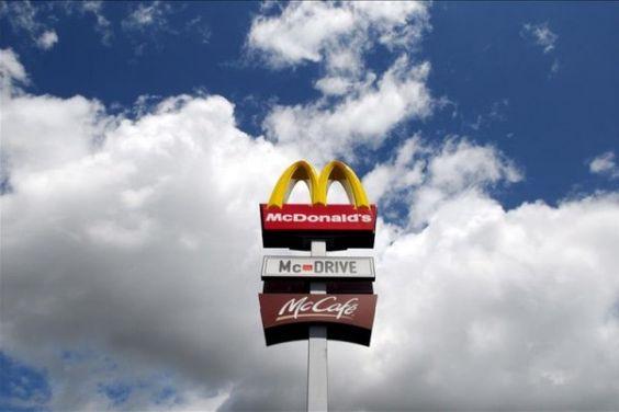 Los McDonald's de Venezuela, sin papas fritas, se reorientan hacia la yuca