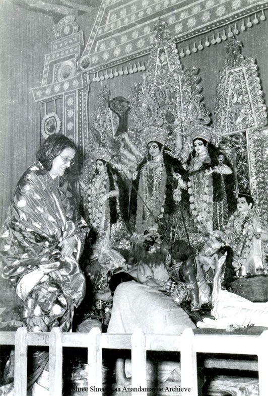 Mâ Ananda Moyî  .......La Mère Divine incarné....... Dfcad25ab0b5345ea0a78f32259fdfc8