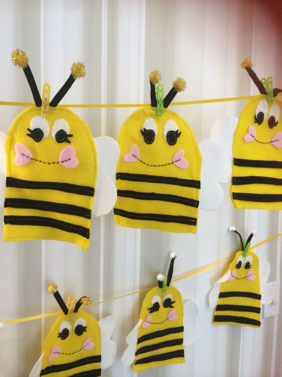 Puppets hand puppets and favors on pinterest for Bee finger puppet template