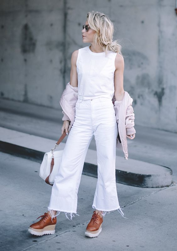 look all white cropped jeans
