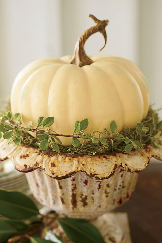 Easy Thanksgiving Table: A Super-Simple Centerpiece: