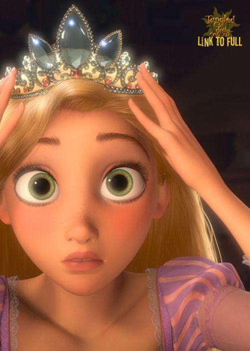 王冠をかぶるラプンツェルです。