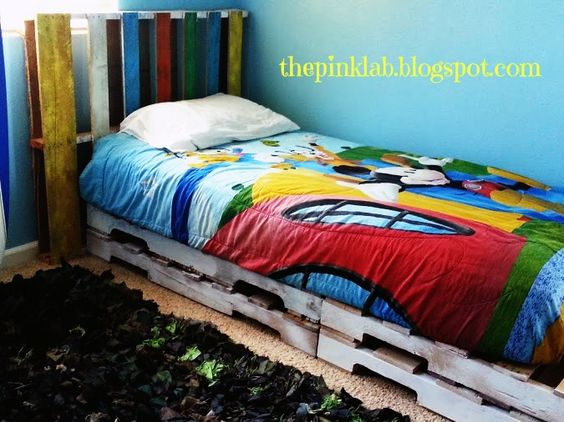 Diy pallet twin bed frame and headboard great kid ideas for Diy kids pallet bed
