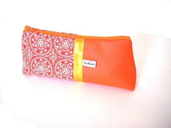 trousse scolaire orange vif a motifs rosaces fourre tout école en simili cuir et tissu imprimé : Ecole et loisirs par tchai-walla