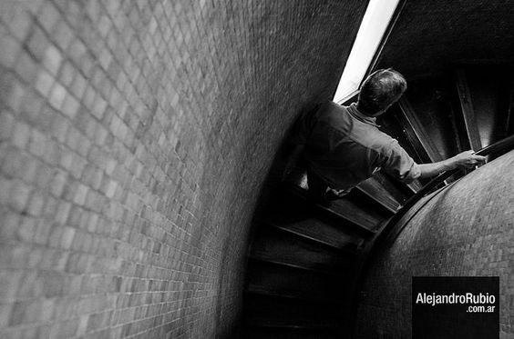En el ascenso #streetphotography #fotocallejera #buenosaires #fotografia #fotografo #byn #blackandwhite