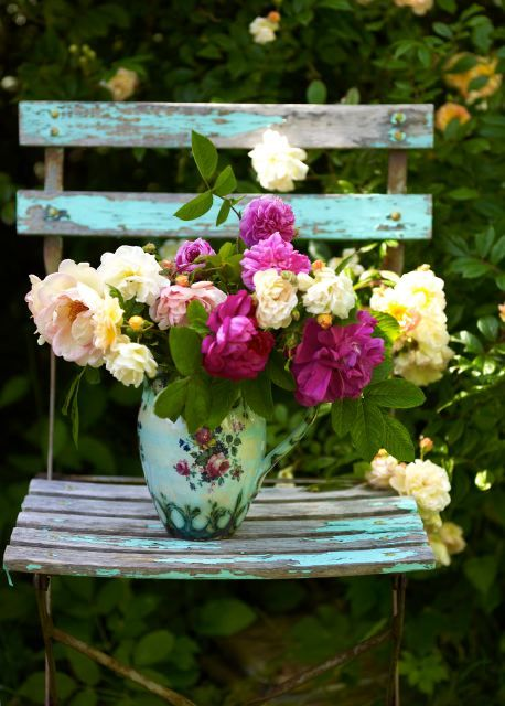 Daily Bouquet.From the book, Homespun Styleby Selina Lake (featured in Period Living Magazine, August 2012). Photo: Debi Treloar.