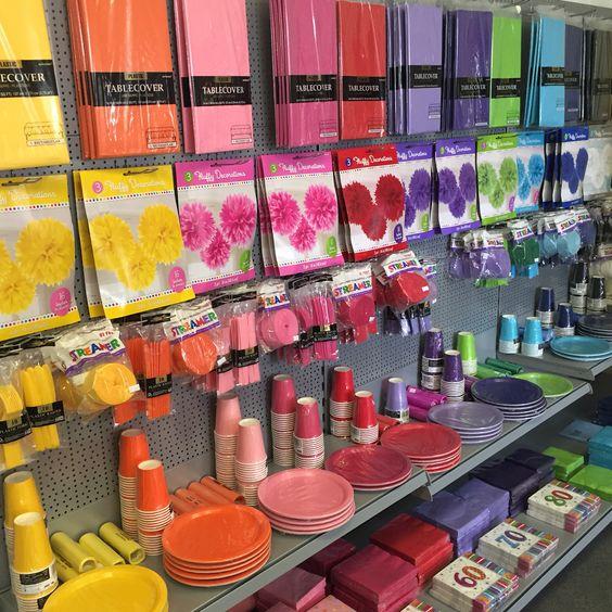 partydeko in allen farben des regenbogens gibt 39 s bei yokki. Black Bedroom Furniture Sets. Home Design Ideas