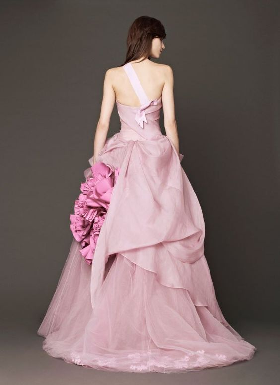 http://weddingish.com/vera-wang-bride-fall-2014-run-of-show/