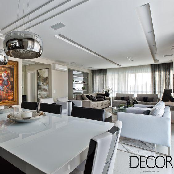 Com paleta em cores neutras, os interiores em estilo moderno recebem toques clássicos, que inspiram elegância.