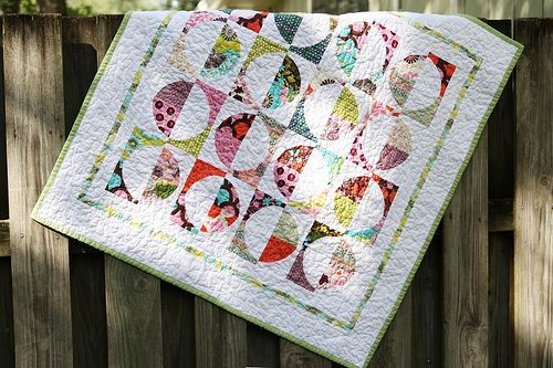 Drunkard's Path Quilt Square tutorial with several optional layouts | Stitched by Crystal