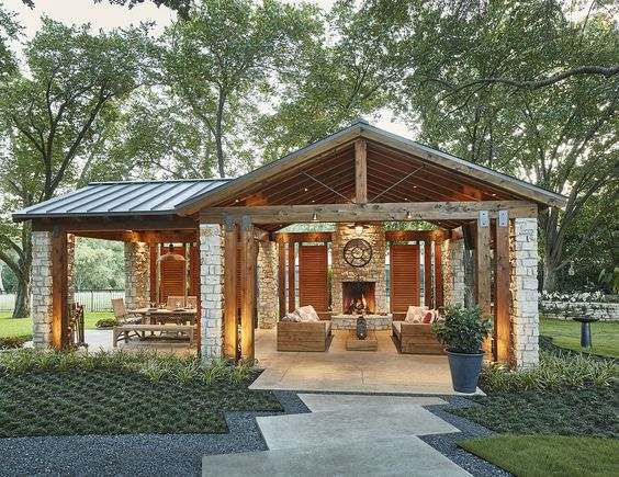 Capital Renovations Group - 2016 NARI Dallas Contractor of the Year Award for Landscape Design/Outdoor Living over $60,000
