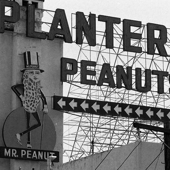 July 14, 1976: The Planters Peanuts building at Bayshore and Paul avenues in San Francisco was graced with a classic sign. 📷: Joe Rosenthal  #chroniclevault #vintagead #advertising #ad #planters #peanuts #sign #1970s #sf #sanfrancisco #archives #archive #vintage #history #blackandwhite