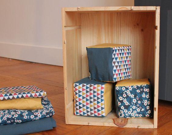 Le petit monde de J.: Jolis cubes en tissu pour Anna