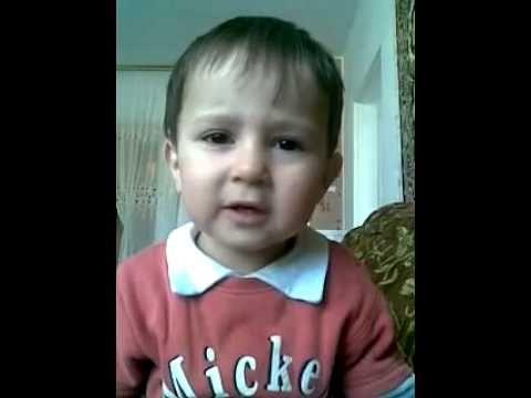 طفلة تقرأ القران بصوت عجيب Youtube Children Small Children Baby Face