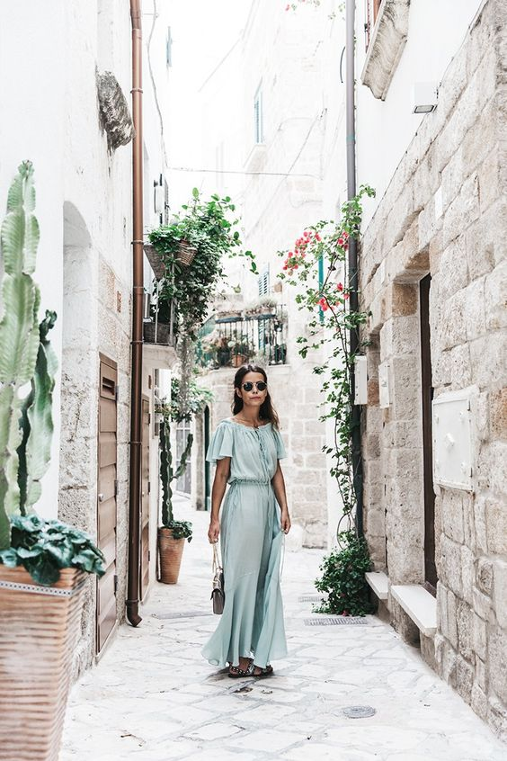 Vestido/Dress: Zara Sandalias/Sandals: Maje, HERE Bolso/Bag: Chloé, HERE Collar/Necklace: María Pascual, HERE Gafas/Sunnies: Ray-Ban, HERE  Polignano_A_Mare-Guerlain-Beauty_Road_Trip-Long_Dress-Chole_Bag-Outfit-Street_Style-Italy-9: