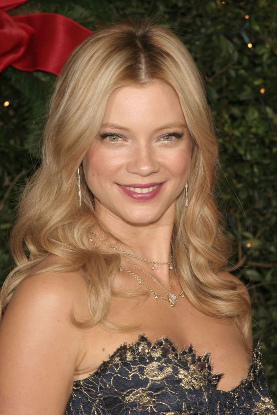 Amy Smart is back.  Holy the girl is funny and smart. lets see theese guys from this era again. WE need Funny people. get it flowing guys new ones inn music and movies take from this era. circle flow.