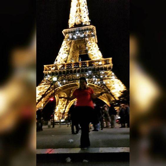 París.. Cidade luz.  #paris #toureiffel #france #Bonjour #feliz #happy #amor #frança #amoviajar #trip #eurotrip #europa #ferias #felizdemais by anap_sweet
