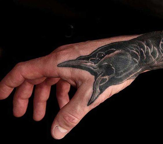 Ave tatuada