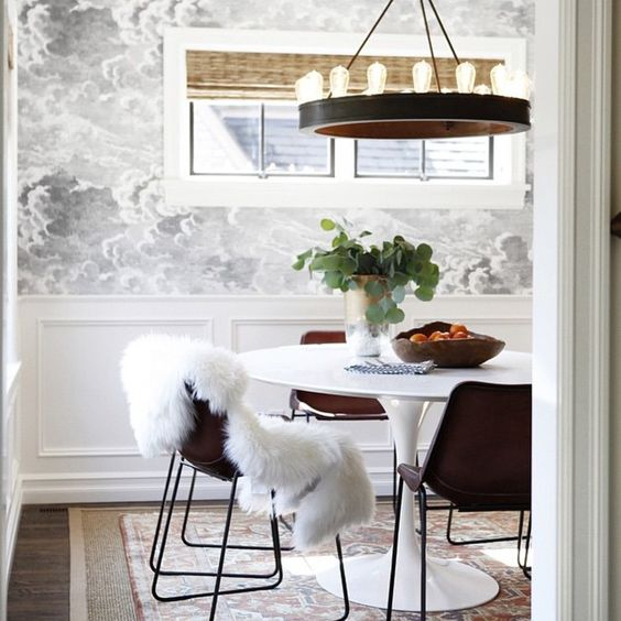 The wallpaper. \\\ Image via #InteriorDesigner @katiehackworth. #dcblogger #DMVblogger #decorate #decorating #design #designinspo #designideas #dekor #decoração #homedecor #homedesign #homeideas #inspo #interiordesign #interior4all #interior #interieurs #