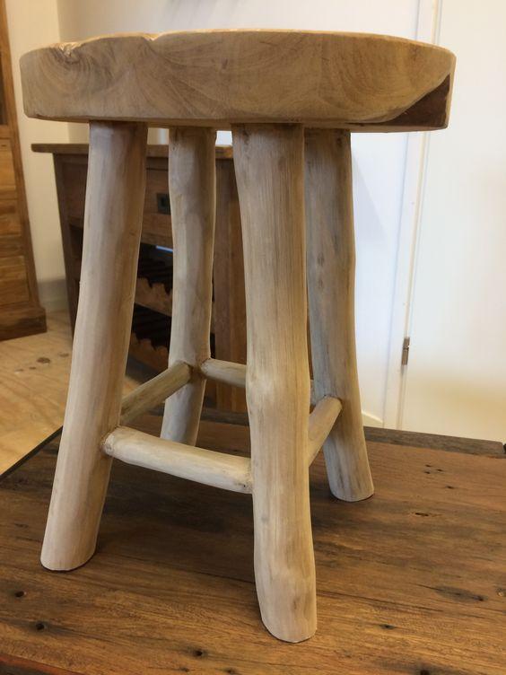 Krukje teakhout en poten van Mungur hout. Mooie kwaliteit en stevig. Als bijzettafel, plantentafel of kinderkruk een sfeervolle toevoeging aan uw interieur.