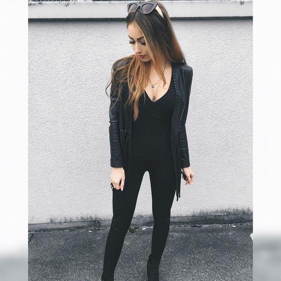 """⠀⠀⠀⠀⠀ ⠀⠀⠀⠀ 🦄CAROLINE🦄 on Instagram: """"Black today! All @newyorkeronline 👏🏻😍🙌🏼 #newyorkerlikes #dressforthemoment www.newyorker.fashion ich war heute mal wieder bei meiner lieben @Ipekbeauty zum Wimpern auffüllen 🙋🙌🏼Ergebnisse folgen auch auf SNAPCHAT :e_caro"""""""
