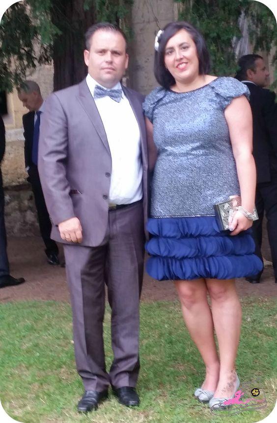 Look de boda en azul marino