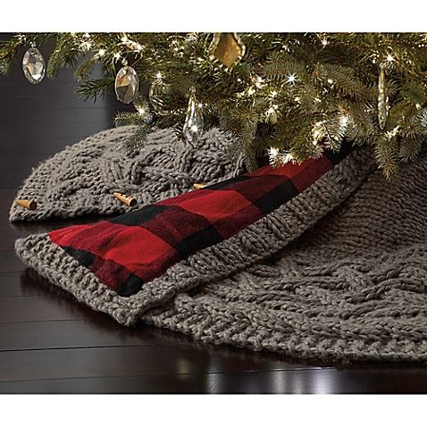 Complete your tree décor with this beautiful Chunky Knit Tree Skirt. Boasting a carefully crafted hand knitted material in grey, this decoration exudes seasonal essence to offer your tree classic enhancements for a timeless piece of décor.