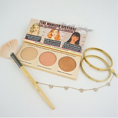This highlighter palette contains all three sisters... the Mary Lou­manizer, Cindy Lou­manizer, and Betty Lou­manizer! Perfect for gift giving and travel, these highlighters contain a beautiful diffused light to make the complexion look radiant and glowing. Which is your favorite? #makeup #makeupartist #mua #pretty #fotd #motd #instagood #instadaily #beautyblog #selfie #makeuptutorial #follow #like #instalike #youtuber #beautyguru #strobing #highlighter