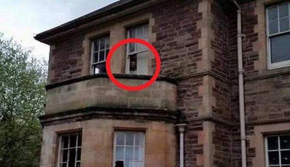 De Britten trokken in de doos leeg fantoom psychiatrisch ziekenhuis arts: