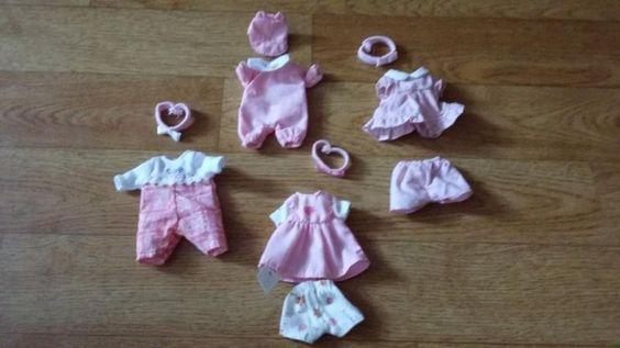Hallo, wir lösen unsere Mini  Baby Born Sammlung auf.Kleider-Set  rosa (s. Bilder)Schaut auch  bei meinen anderen Auktionen vorbei!!!!!!!Gerne auch Versand !!!!!!!!!!!!!!!Bei Fragen mailt mir einfach!!!!!TIERLOSER  NICHTRAUCHERHAUSHALT!!!!!!!!!!!!!!!!!!!Da es sich um einen Privatverkauf handelt, übernehme ich keine Garantie, keine Rücknahme  und keinen Umtausch