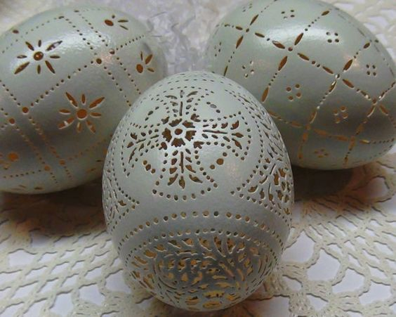 Hand Carved Victorian Lace Duck Egg: Cross Pattern Plus Two Bonus Eggs