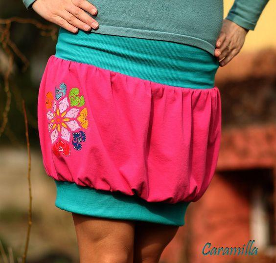 Balonová sukně s RUČNÍ MALBOU Balonová sukně z měkkého pružného úpletu, ruční malba. Luxusní podšívka z chladivého saténu - v létě krásně chladí, na jaře a na podzim klouže po punčochách, navíc krásně drží balonový tvar sukně. 95% bavlna, 5% elastan, podšívka satén:95% PES, 5% elastan V pase do nápletu, velmi pohodlná, nikde neškrtí. Je vhodná pro ...