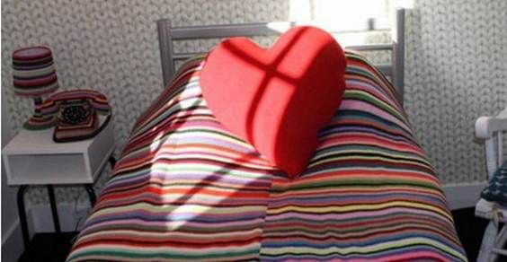Do Knit Disturb: la stanza d'albergo decorata coi lavori a maglia