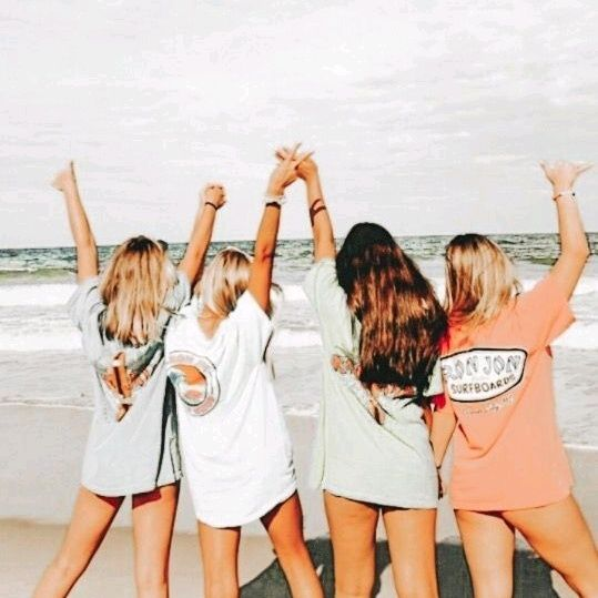 Thegirlshouse Live On Tiktok Summer Friends Friend Photoshoot Best Friends Shoot