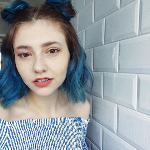 Insta Savannxhb It Is Way Too Cold To Be Wearing This Dress Do I Look Like I Care Yes I Do I M A Bit Ch Short Blue Hair Blue Ombre Hair