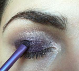 Donkere glitter oogschaduw