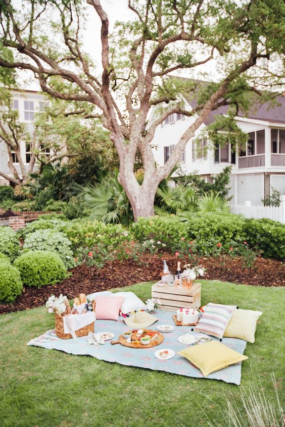 How To Picnic Like An Event Planner