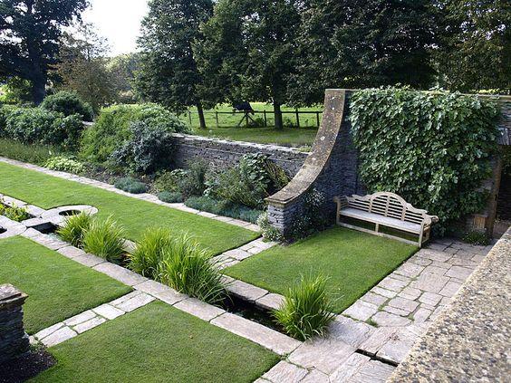 Formal garden jekyll lutyens hestercombe rill garden for Gertrude jekyll garden designs