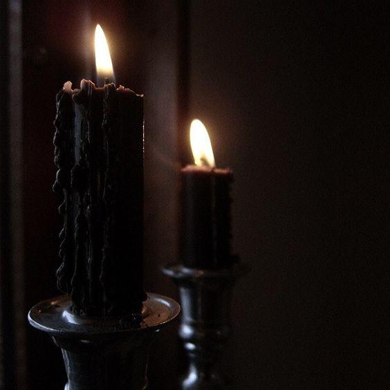 Resultado de imagen de velas negras con alfileres