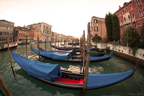 Photo prise lors d'un séjour à Venise.  Version HD : https://500px.com/photo/156677067/venise-3870-by-wilzone-photo Site : http://wilzone4.wix.com/wilzonephoto #Wilzonephoto #Venise #Italie #Italy #Venezia #Italia #Gondole