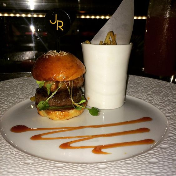 Le Burger- beef and foie gras with lightly caramelized bell peppers @latelier.london @joel.robuchon #foiegras #burger #joelrobuchon #perfection #amazing #London