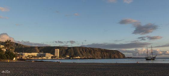 Playa de LOS CRISTIANOS, TENERIFE, al atardecer.