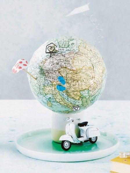 Wer verreist hat viel zu erzählen – und einen finanziellen Zuschuss kann er auch gebrauchen. Wie wäre es als Geschenkverpackung mit einer Weltkugel? ZUR ANLEITUNG >>>
