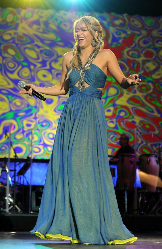 Pin for Later: Shakira's Bauchmuskeln können sich immer noch sehen lassen 2011