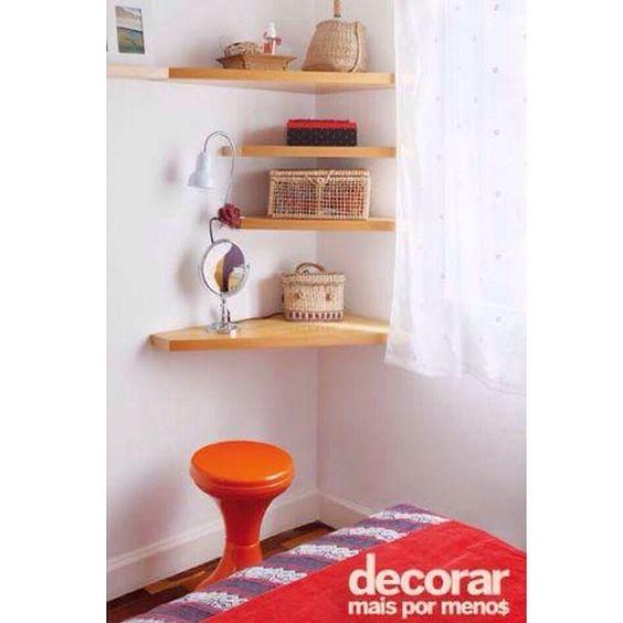 Dica esperta para quem deseja ter um cantinho para a penteadeira ou escritório e não tem muito espaço! (Foto: MCA Estúdio / Produção: Simone Raitzik) #decorarmaispormenos #euamodecorar #inspiração #decoração