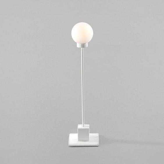Inredning bordslampa vit : Snowball bordslampa, vit, liten - Trond Svendgård - Northern ...